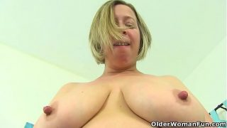 English bbw Shooting Star plays with sex toys